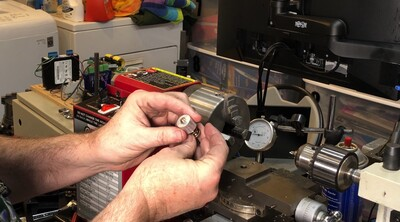 Fixture for holding thumbscrews in the lathe chuck