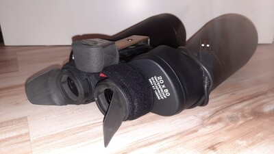 Forehead rest attached to binoculars