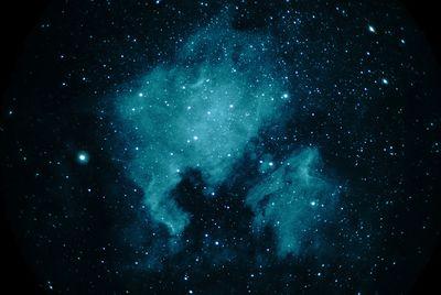 NAmericanPelicanNebs Cygnus Zeiss200f2 6nmHalpha 30sec 80iso