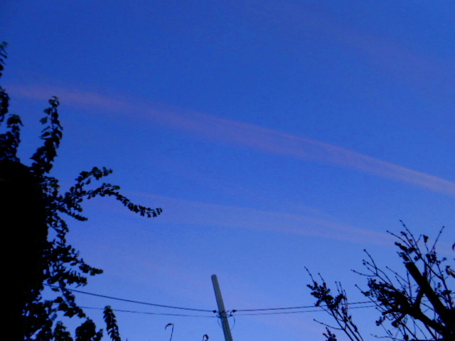Twilight.contrails.18.11.16.DSCN3980