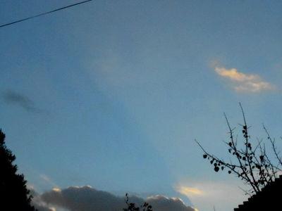 Crepuscular rays.31 Oct.16.DSCN3674