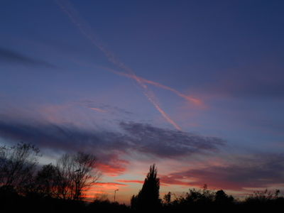 Sunset And contrails spread By upper winds.24.10.16.DSCN3657