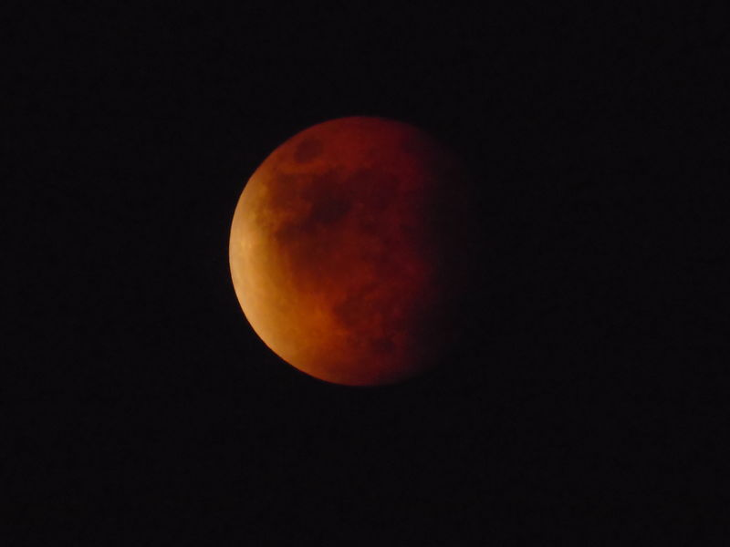 """""""Supermoon"""" Total Lunar Eclipse @ Totality (2015) - True Color/Unaltered"""