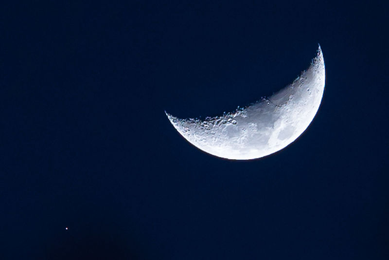 moon And hubble 0949