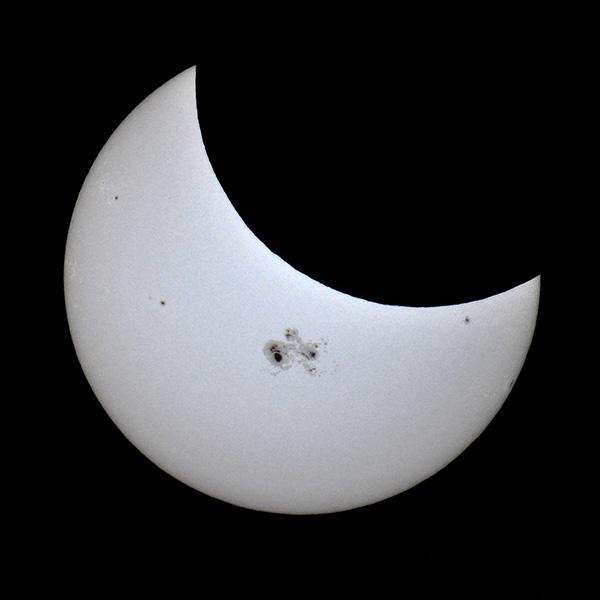 eclipse10_23_14blg.jpg