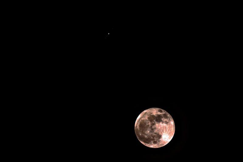 moon_jup_conj_112812sm.jpg
