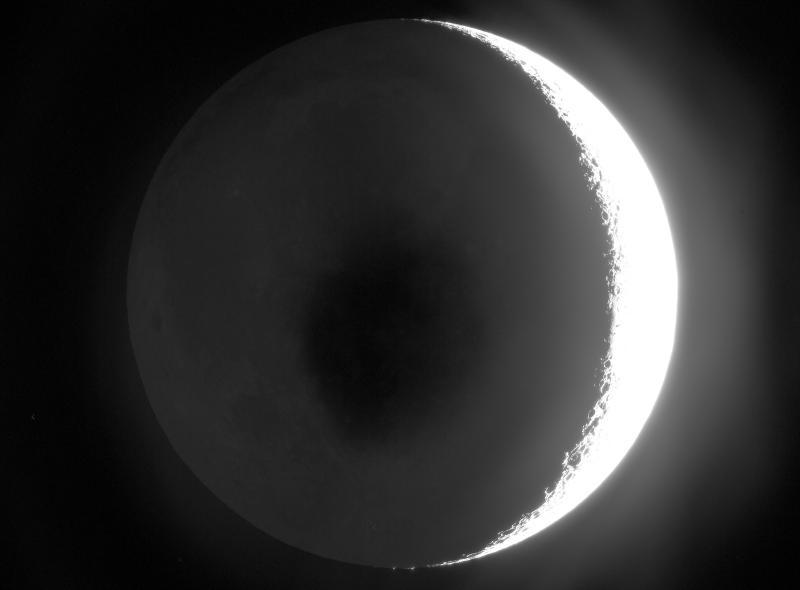 Earthshine-stretched-March-27-2020-TG.jpg