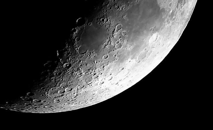 Swift 838 - Moon 20170402V05R01.jpg