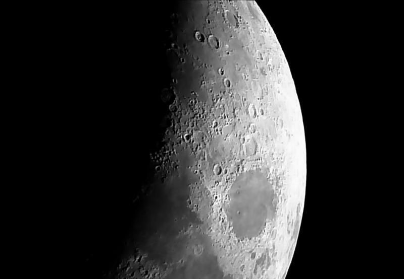 Swift 838 - Moon 20170402V04S01.jpg