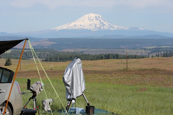 Pixieland Star Party near Goldendale WA with Mt Adams in the backgroud.JPG