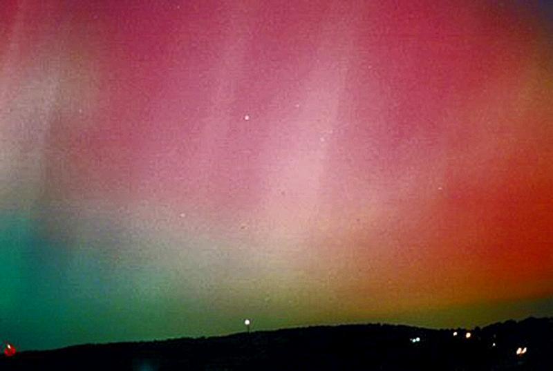 Aurora October 2003 Naylor Reprocessed Resized 900.jpg