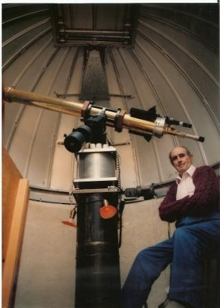 1579761-Dad & telescope1a.jpg