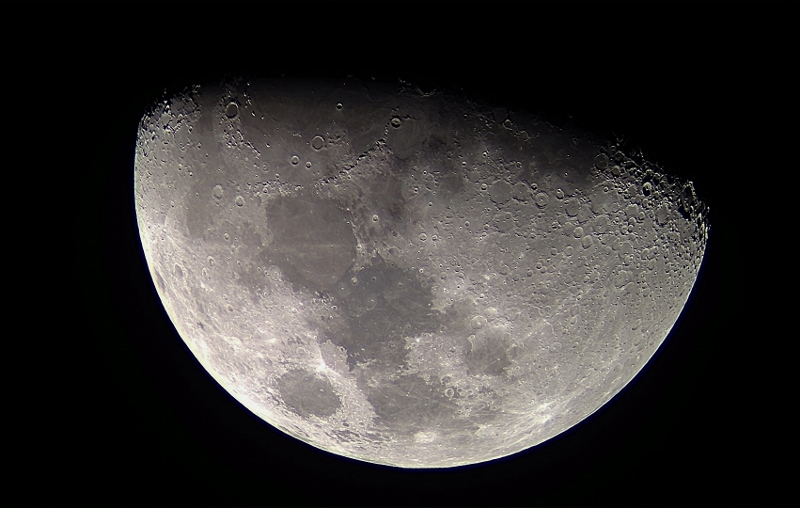 Moon RegiStax 2 (800x508).jpg