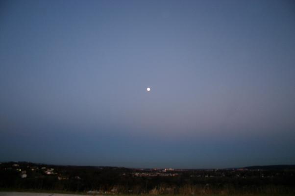Belt of Venus and the Moon 2006-01-12.jpg