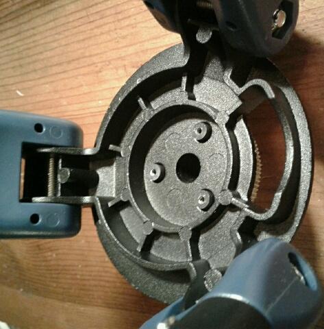 StarPro AZ; azimuth clutch. lwr press plate posts.jpg