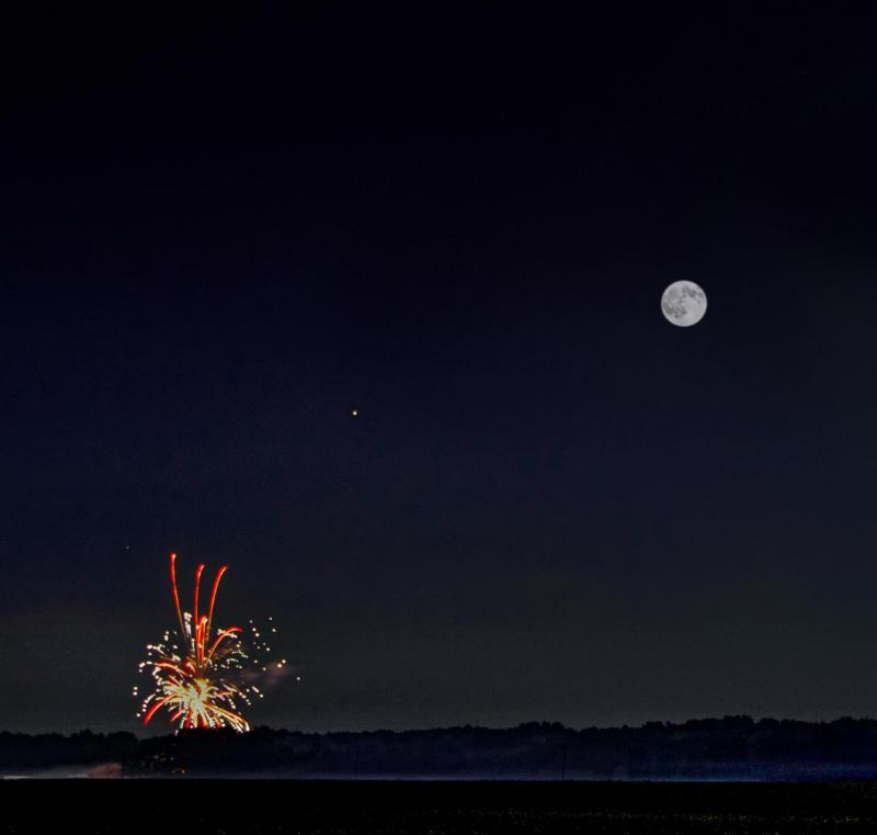 CN**The Moon Jupiter and Saturn on the 4th 0f July.jpg