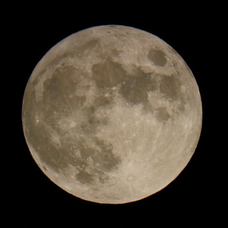 Penumbral lunar eclipse smaller.jpg