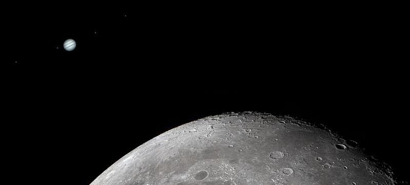 Moon Jupiter Galillean moons conjunction A Crop 1600.jpg