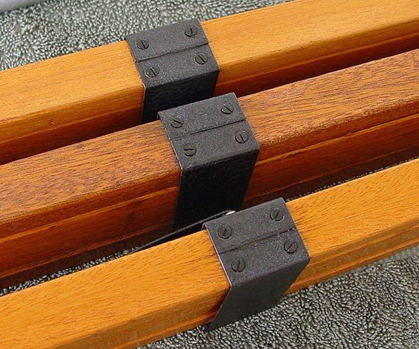 05-Leg-Screws.jpg
