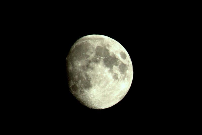 6105042-moon.jpg