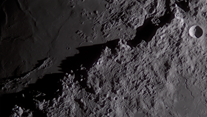 Moon 2019-09-07 Mons Huygens v1 42pc ba.png