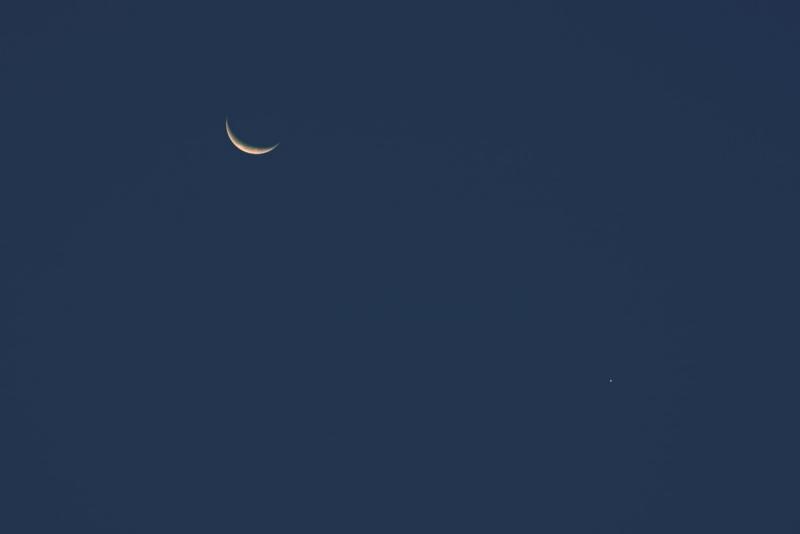 Moon_Venus_low.jpg