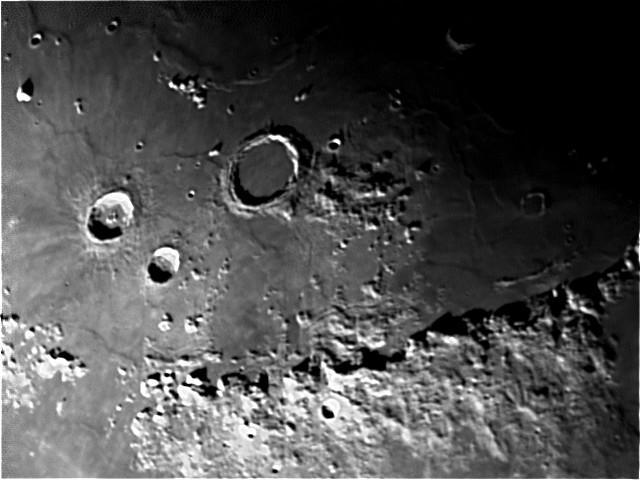 4198333-moon.jpg