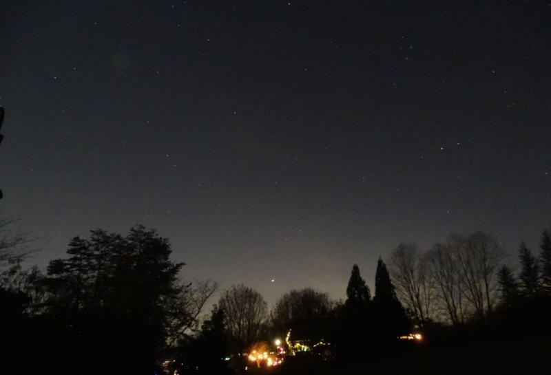 DSC06527 12-21-20 628 PM EST Jupiter Saturn Alp1-2 Cap AQL-DEL-SGE sml.JPG