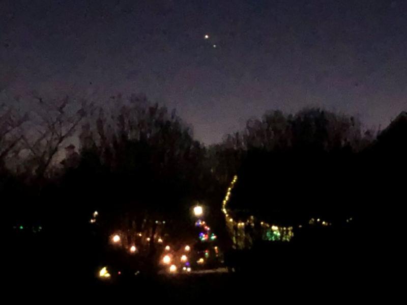 12-26-20 Jupiter-Saturn 616 PM EST CLOSEST IMG_3745 sml.JPG