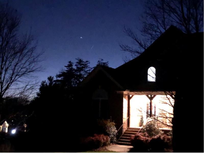 aIMG_3636 12-22-20 606 PM EST Jupiter Saturn FRONTHOUSE CLOSE sml.JPG
